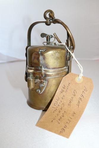 Carbide caving lamp
