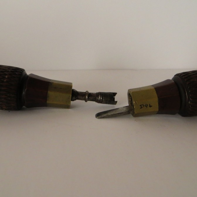 D94 Clock key and screw